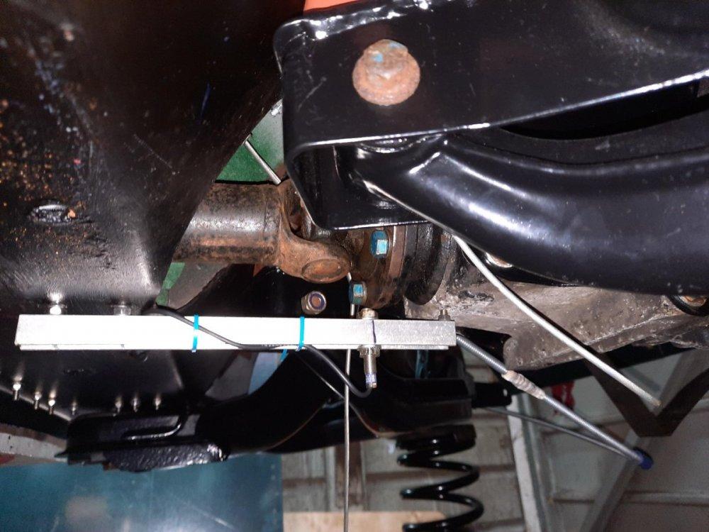 Speedo sensor bracket (2).jpg